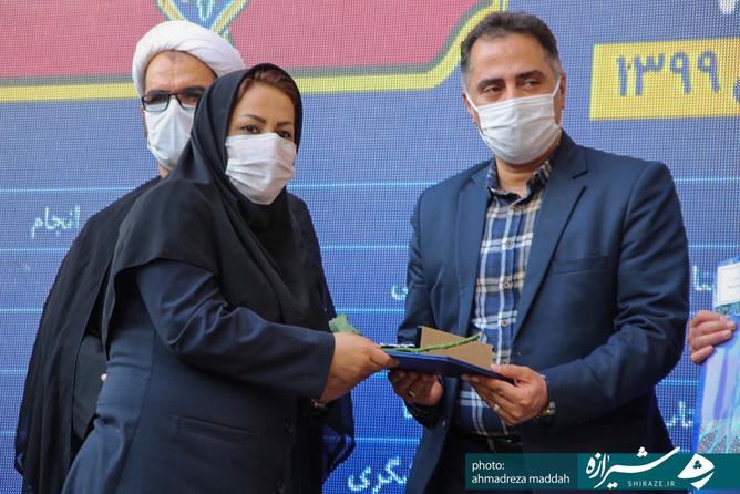 آیین تجلیل از فعالان حوزه گردشگری و رونمایی از اتوبوس های گردشگری شیراز در مقابل ارگ کریم خان زند برگزار شد.